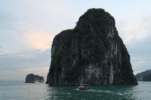 Bai Tu Long Bay (19).JPG