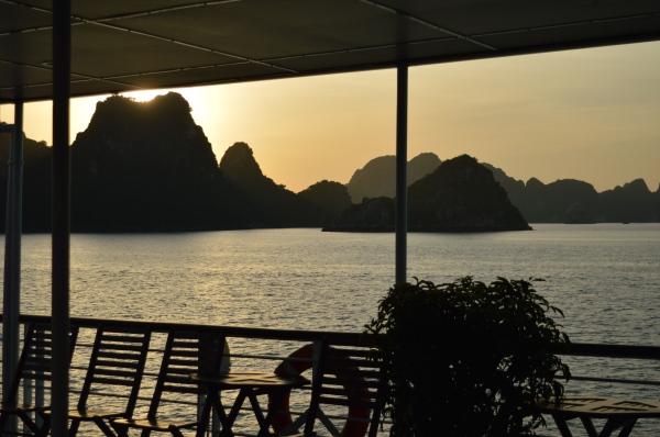 Bai Tu Long Bay (36).JPG